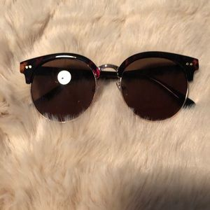 Oversized tortoise rim sunglasses